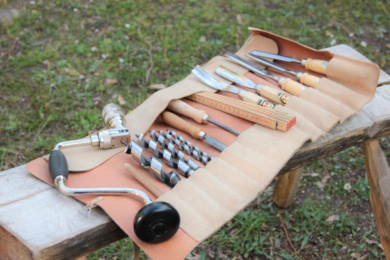 Ein kleiner Satz Holzbauwerkzeug für unterwegs.